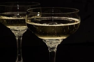 champagne-glasses-1940262_640